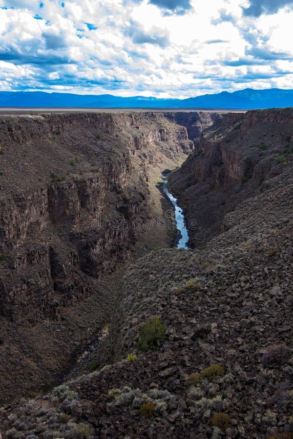 Rio Grande Gorge como visto de sua ponte em New mexico do norte fotos de stock