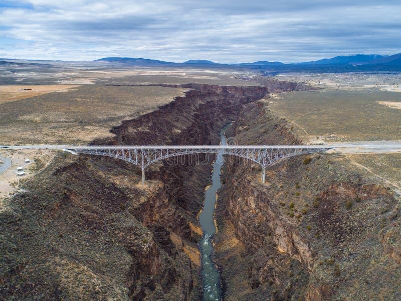 Rio Grande Gorge en Brug dichtbij Taos, New Mexico stock foto