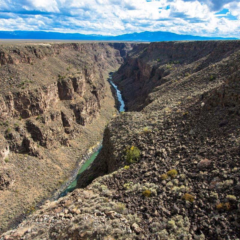 Rio Grande Gorge según lo visto de su puente en New México septentrional foto de archivo libre de regalías
