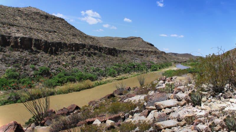 Rio Grande River sul messicano e sul confine degli Stati Uniti fotografie stock libere da diritti