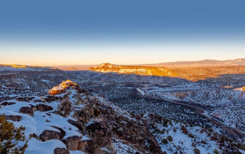 Rio Grande Valley, Ansicht vom weißen Felsen im New Mexiko übersehen stockfotos