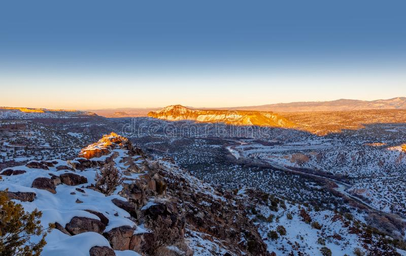 Rio Grande Valley, vista da rocha branca negligencia em New mexico fotos de stock