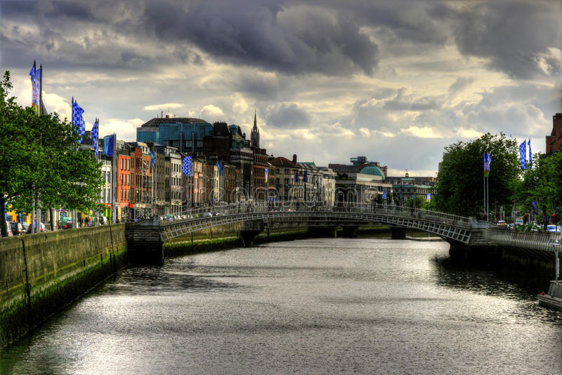 Rio Liffey na cidade de Dublin, Ireland imagem de stock