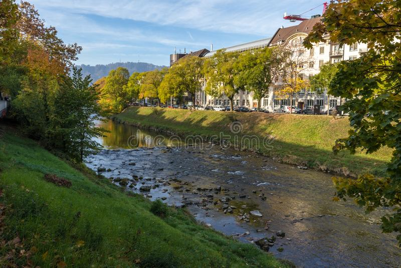Rio Limmat que passa através de Zurique, Switzeraldn Mais exterior e imagens de stock royalty free