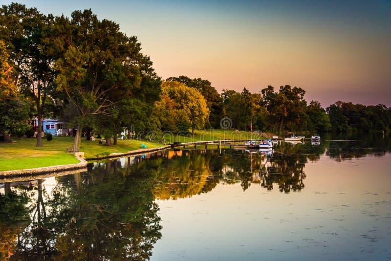 Rio médio, em Essex, Maryland foto de stock