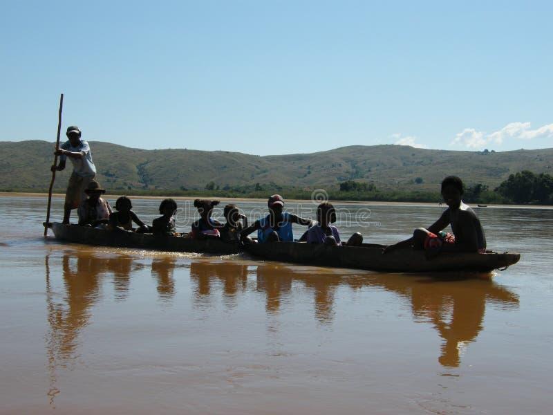 Rio malgaxe nativo do cruzamento dos povos fotografia de stock