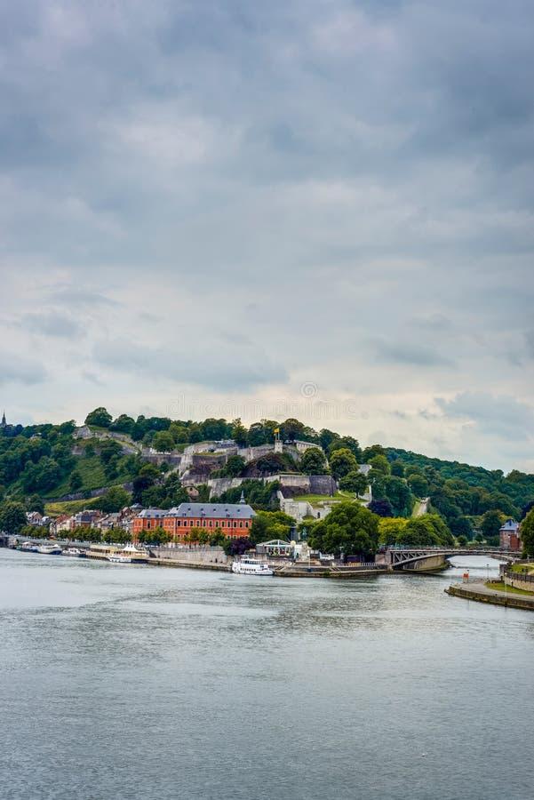 Rio Meuse através de Namur, Bélgica fotos de stock royalty free