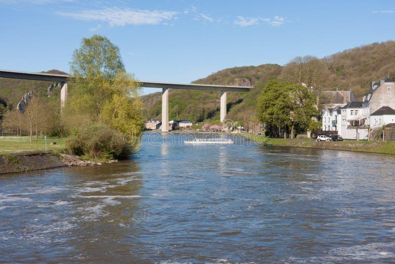 Rio Meuse perto de Dinant em Bélgica imagem de stock royalty free
