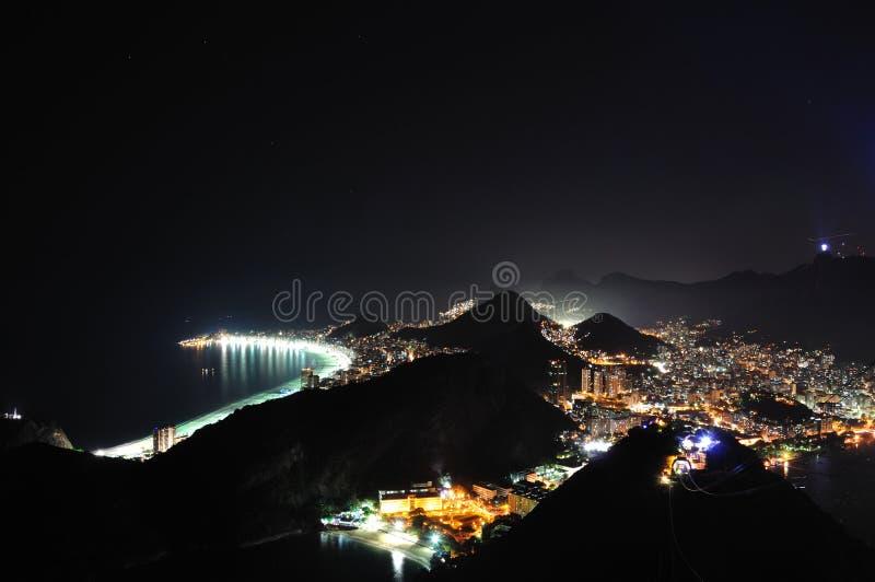 Rio na noite imagens de stock