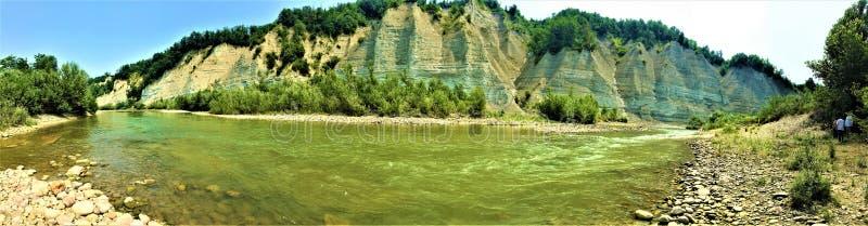 Rio na região de Piedmont, Itália de Tanaro Água, fluxo, natureza e ambiente imagens de stock