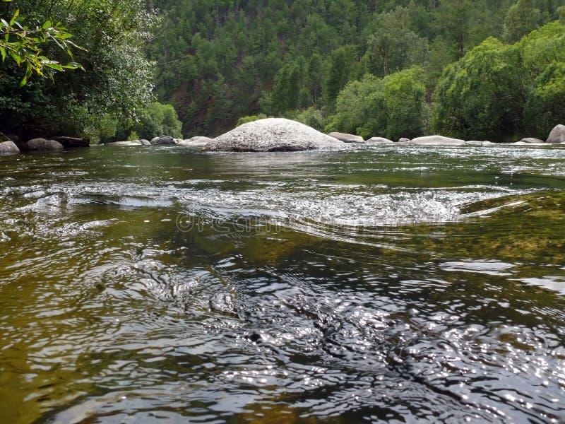 Rio nas pedras fotografia de stock royalty free