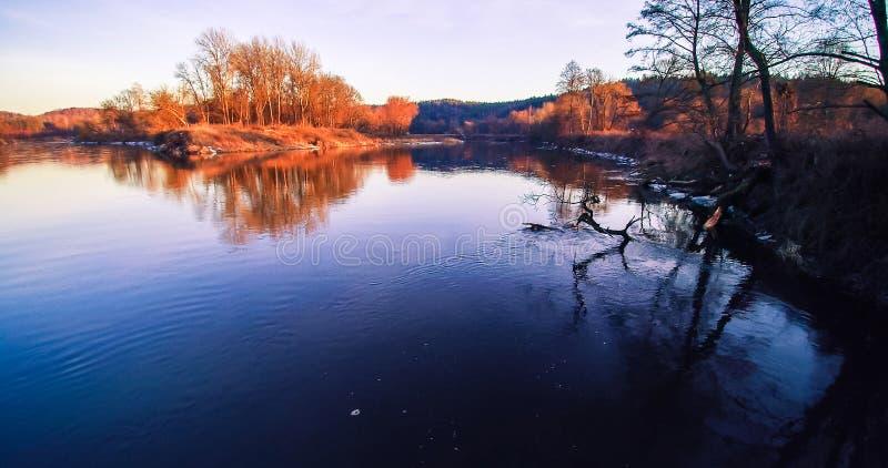 Rio Neris, tempo de mola fotos de stock