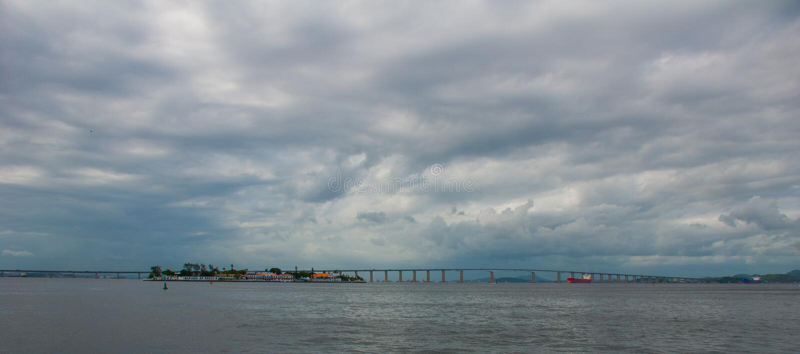 Rio Niteroi most w Guanabara zatoce, Rio De Janeiro, Brazylia fotografia royalty free