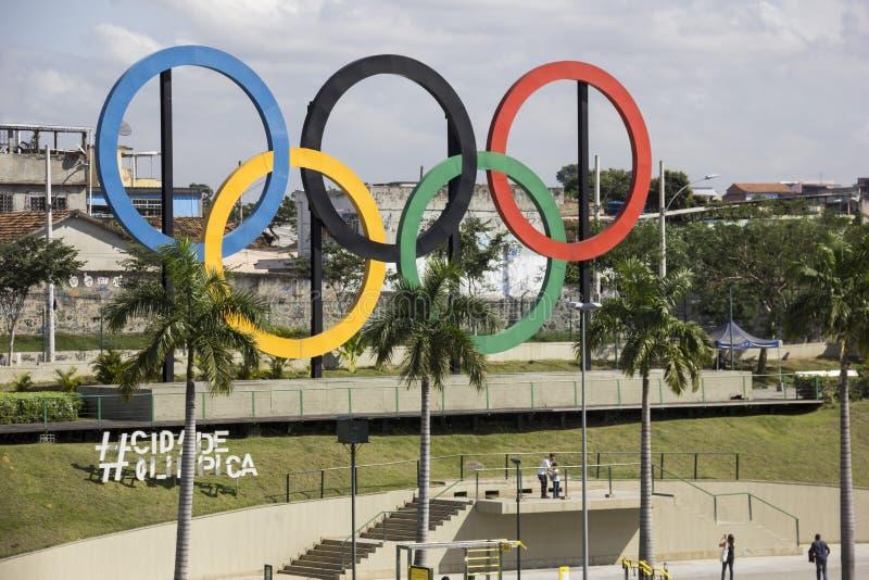 Rio olímpico 2016 dos anéis imagens de stock
