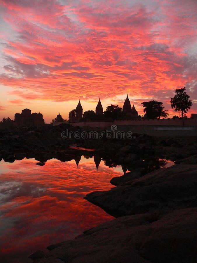 Rio Orcha india de Betwa do por do sol fotografia de stock royalty free