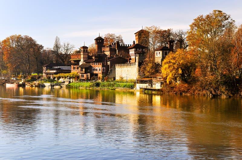 Rio Po, vista do parque de Valentino. imagens de stock royalty free