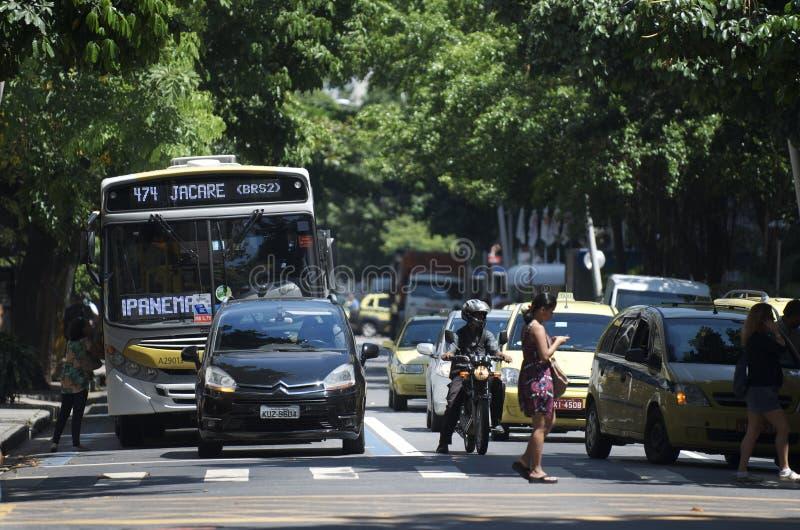 Rio ruch drogowy przy skrzyżowaniem w Ipanema zdjęcie royalty free