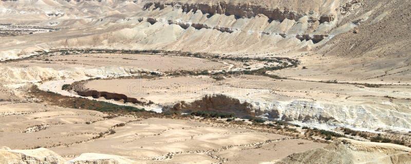 Rio seco sobre o deserto foto de stock
