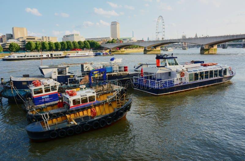 Rio Tamisa Banco sul Olho de Londres em Londres fotos de stock royalty free