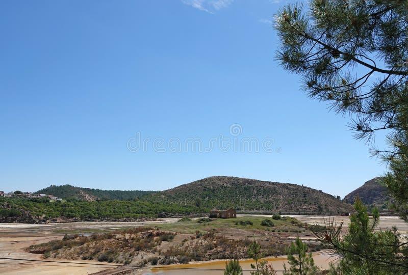 Rio Tinto krajobraz blisko Nerva w Hiszpania fotografia stock
