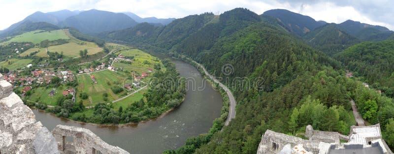 Rio Vah perto de Strecno, Eslováquia fotos de stock