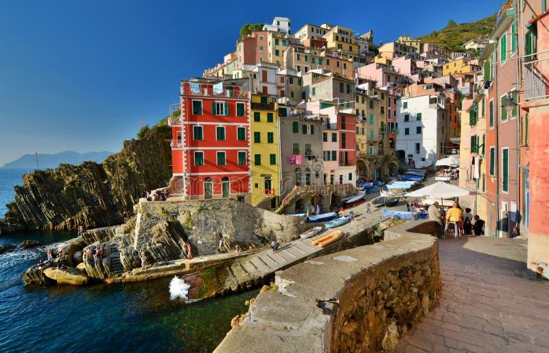 Riomaggiore, Cinque Terre,利古里亚,租金的Italy.Boat在Riomaggiore港口 库存图片