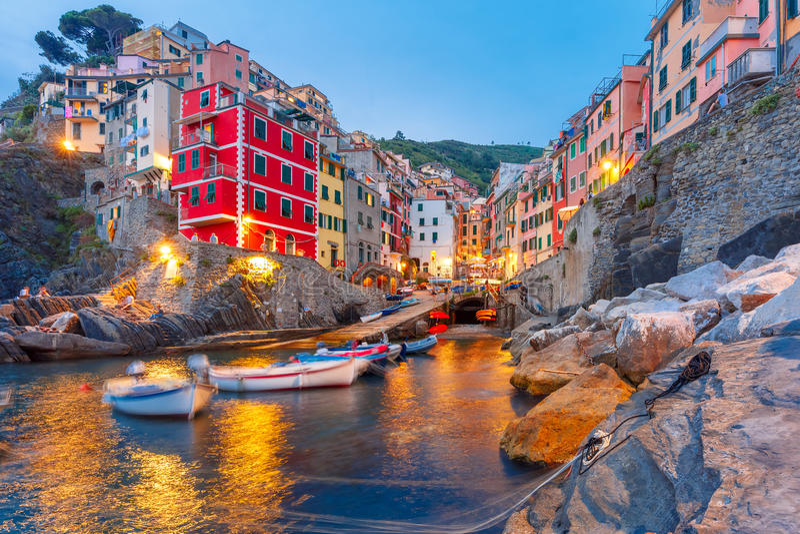 Riomaggiore, Cinque Terre,利古里亚,租金的Italy.Boat在Riomaggiore港口 免版税库存照片