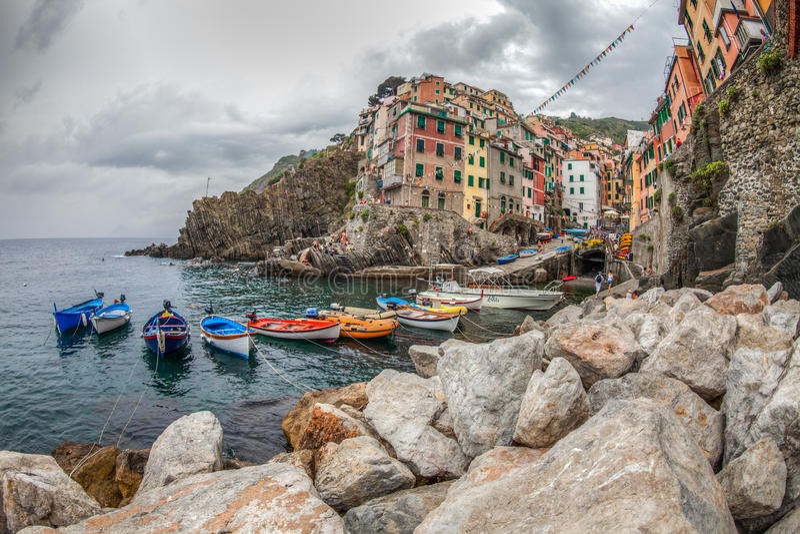 Riomaggiore, Cinque Terre,意大利-港口 图库摄影