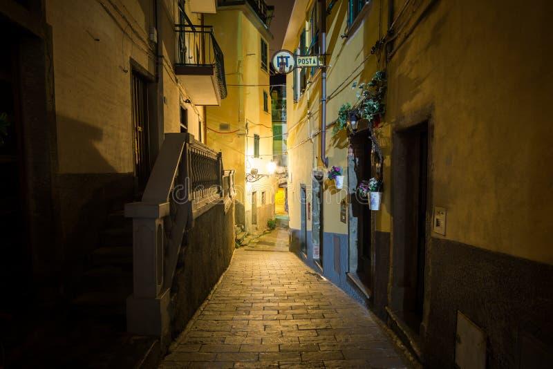 Riomaggiore alleyway przy nocą obrazy royalty free