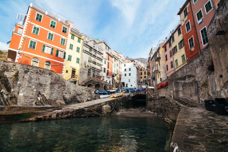 Riomaggiore by av Cinque Terre i Liguria, Italien arkivfoton
