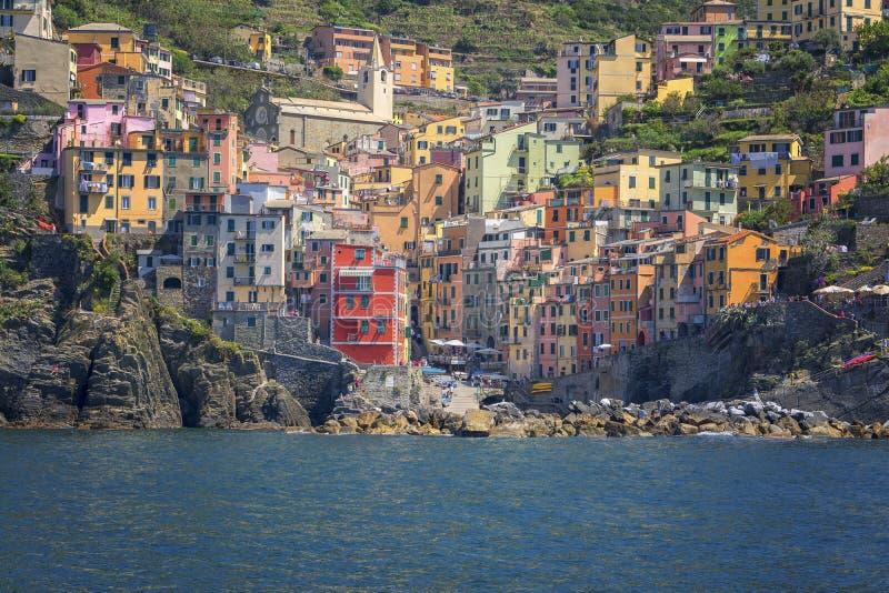 Riomaggiore, Cinque terre van het overzees royalty-vrije stock afbeeldingen