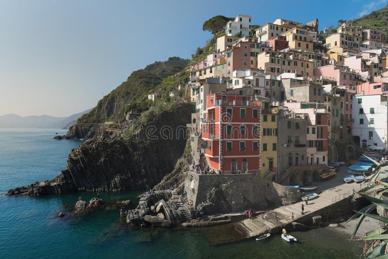 Riomaggiore de Cinque Terre, Itália - a aldeia piscatória tradicional no La Spezia, situa no litoral de Liguria de Itália fotos de stock