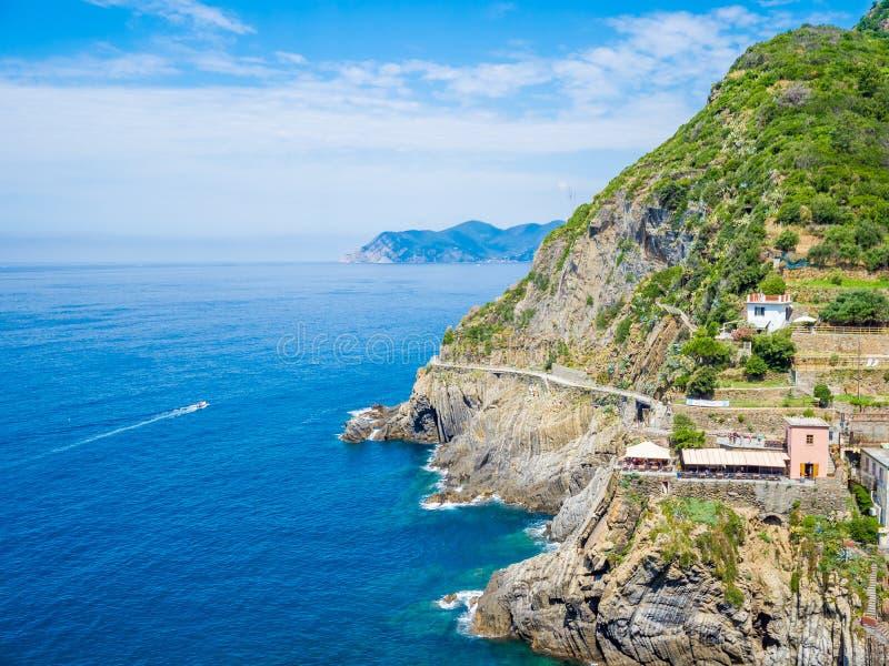 Riomaggiore forntida by i Cinque Terre, Italien royaltyfria bilder