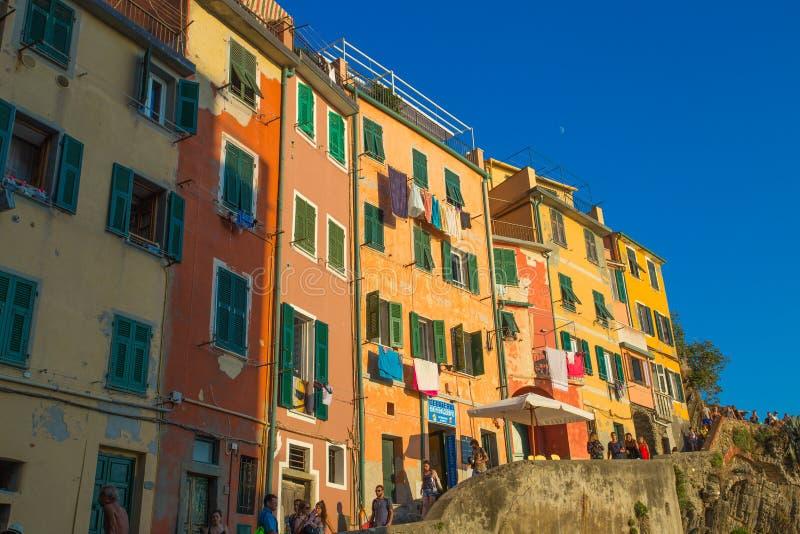Riomaggiore no por do sol, 5 Terre, província de Spezia do La, costa Ligurian, Itália fotos de stock