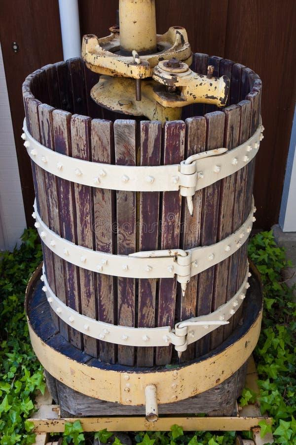 Rioolbuis bij Wijnmakerij Mum in Vallei Napa stock foto's