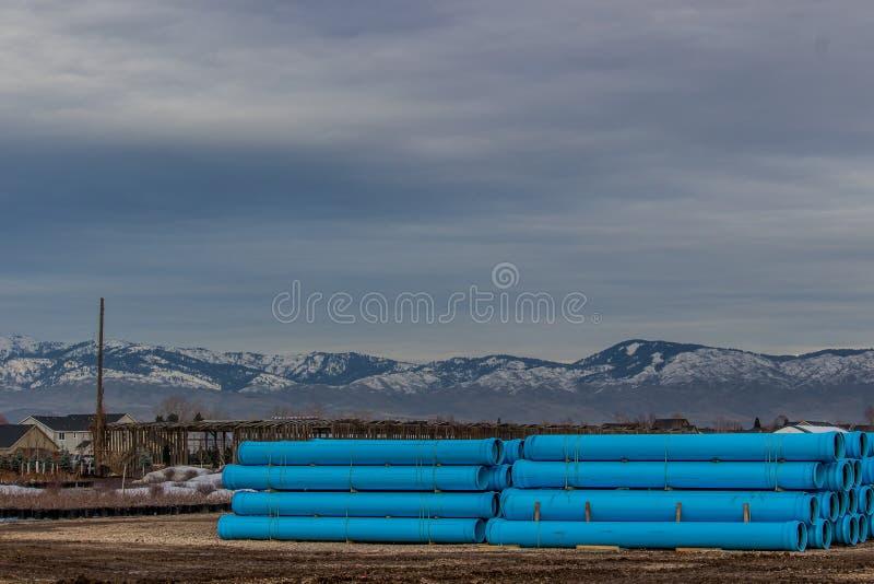 Rioolbuis voor de winterwegenbouw wordt opgevoerd in Boise Idaho dat stock afbeelding