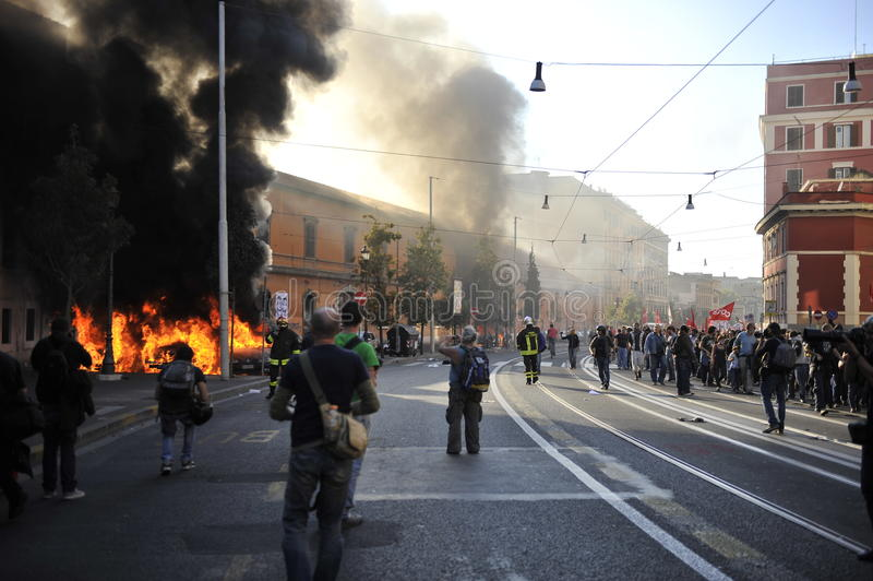 Download Riots In Rome - Italian Students Protest Editorial Stock Image - Image: 21636659