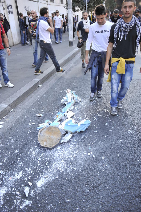 Download Riots In Rome - Italian Students Protest Editorial Stock Image - Image: 21636849
