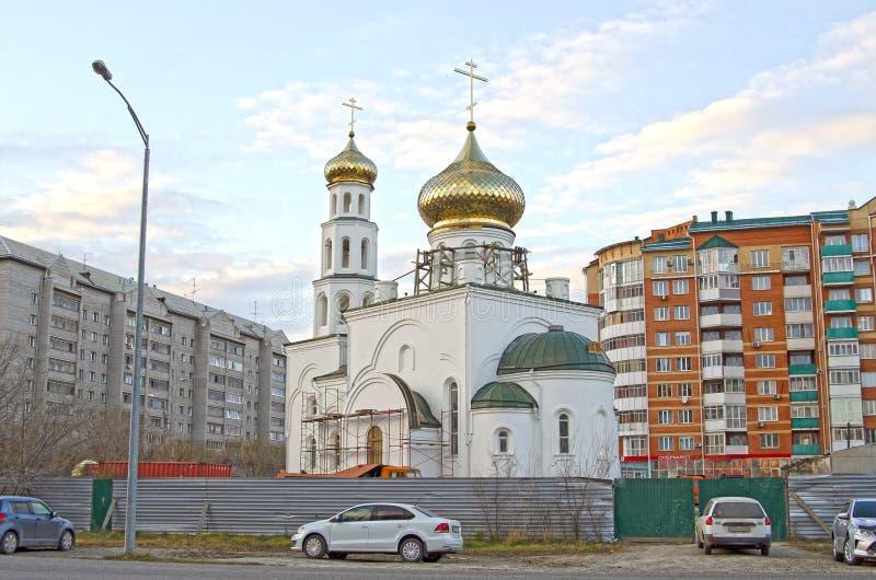 Riparazione, costruzione della chiesa Cupole dorate La Russia fotografia stock