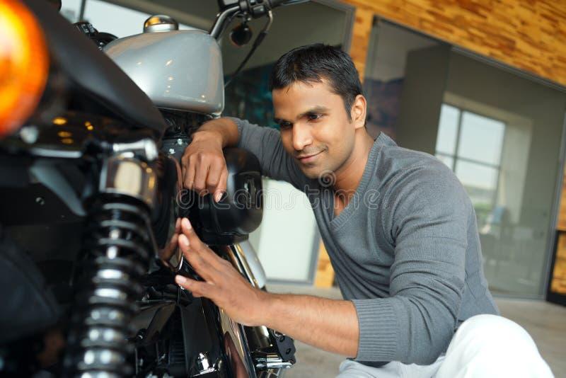 Riparazione del motociclo immagine stock