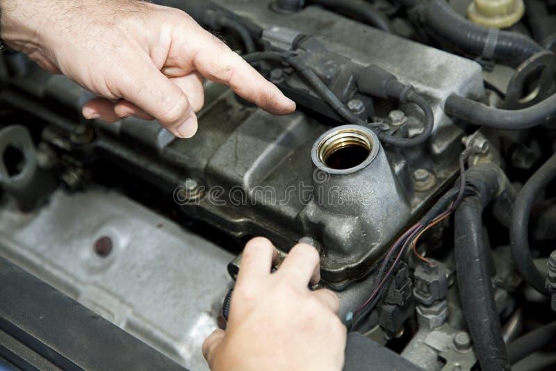 Riparazione dell'automobile - olio cambiante fotografia stock libera da diritti