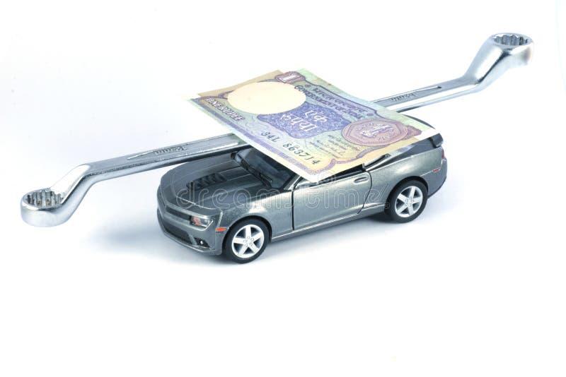 Riparazione dell'automobile, spese di riparazione dell'automobile fotografie stock