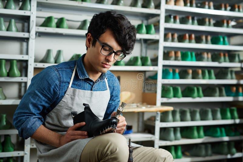 Riparazione delle calzature fotografia stock