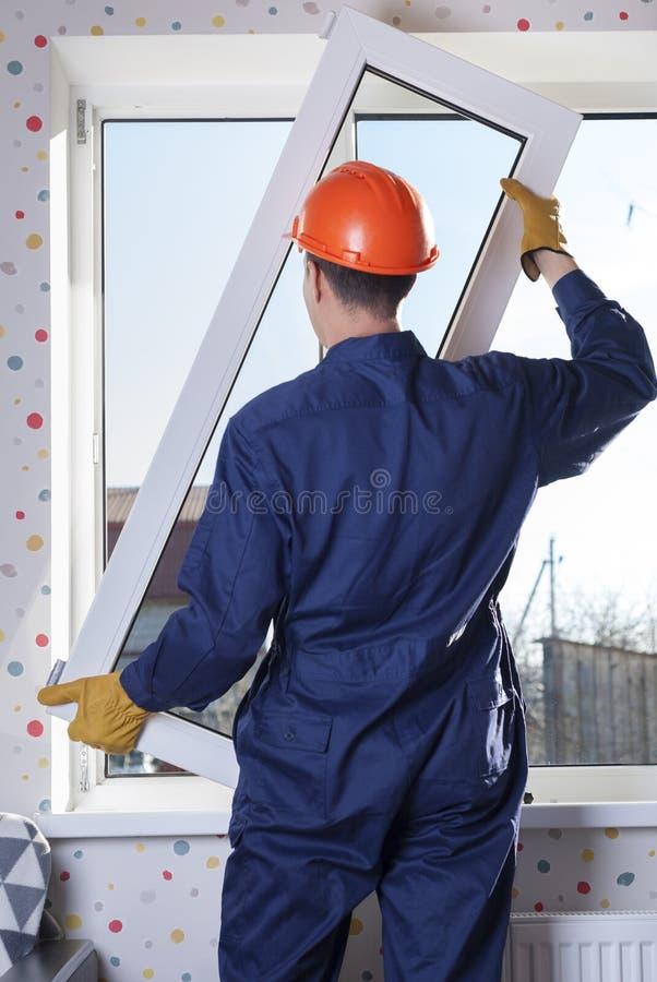 Riparazione delle finestre di plastica fotografie stock libere da diritti
