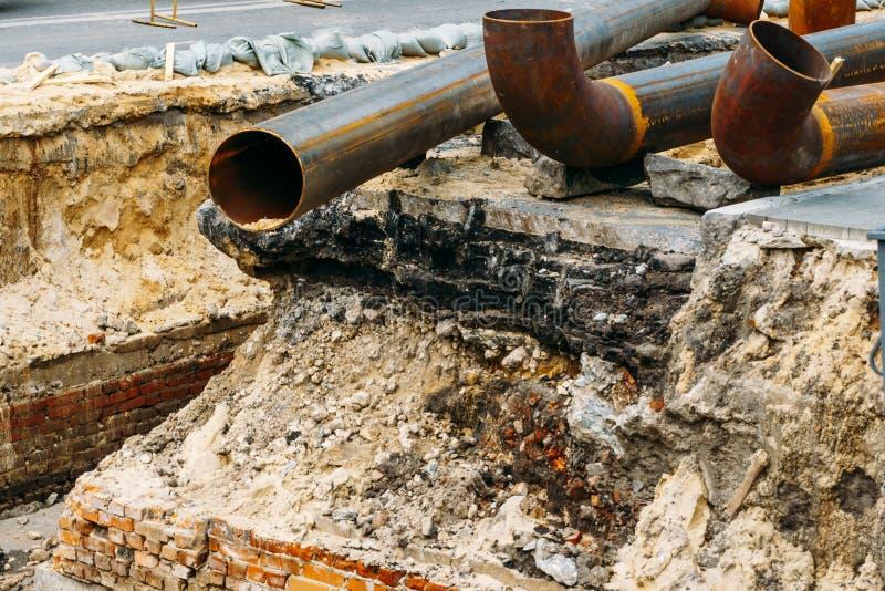 Riparazione delle strade e delle tubature dell'acqua fotografia stock libera da diritti