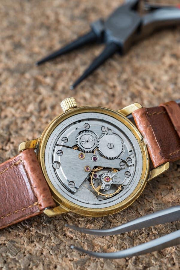 Riparazione e ripristino degli orologi immagine stock libera da diritti