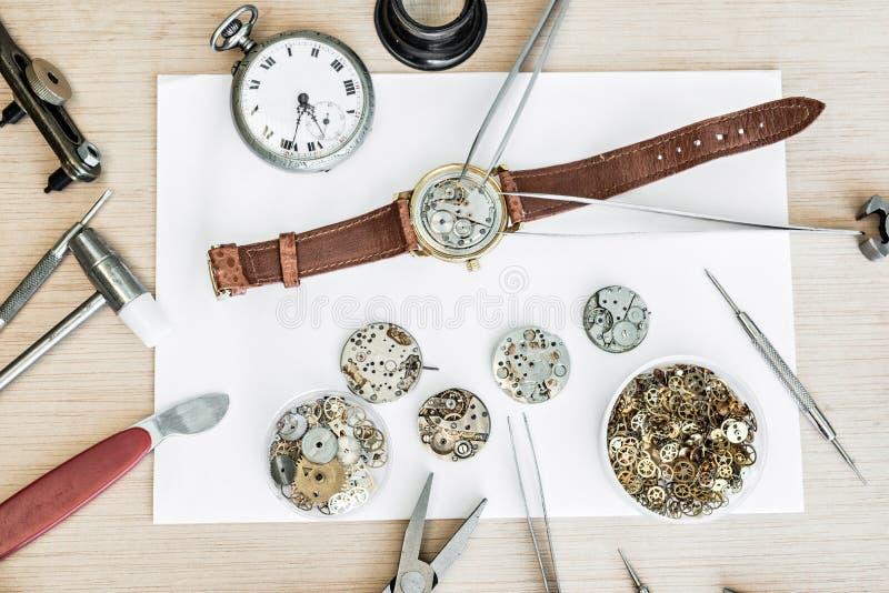 Riparazione e ripristino degli orologi immagine stock