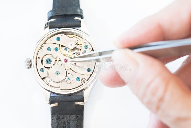 Riparazione e ripristino degli orologi fotografia stock libera da diritti