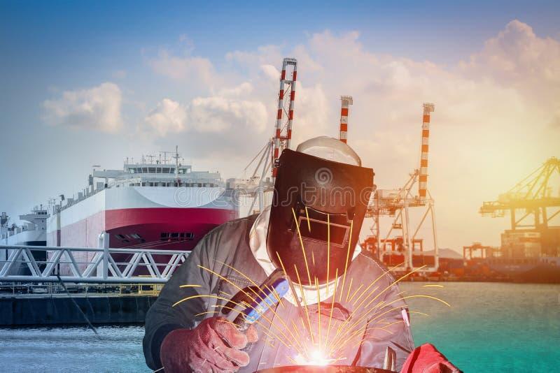 Riparazione navale di saldatura del lavoratore, saldatura industriale fotografia stock