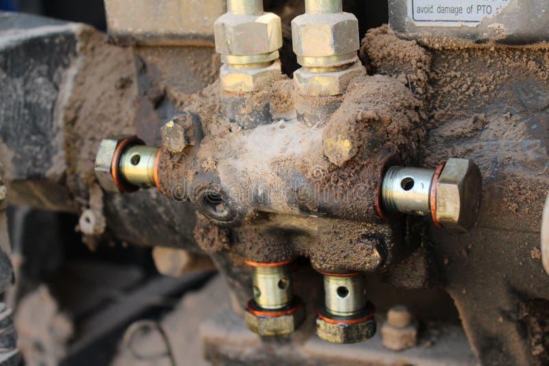 riparazione pesante del meccanico dell'attrezzatura idraulica immagine stock libera da diritti